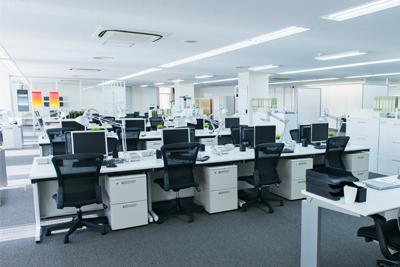 オフィスイメージ(デスク、デスク上にパソコン等)