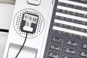 ビジネスフォン電話機のスピー カーから出る着信音を検知して、信号をストロボリンガ ーに送る振動センサー「RTS-1ピエゾセンサー」